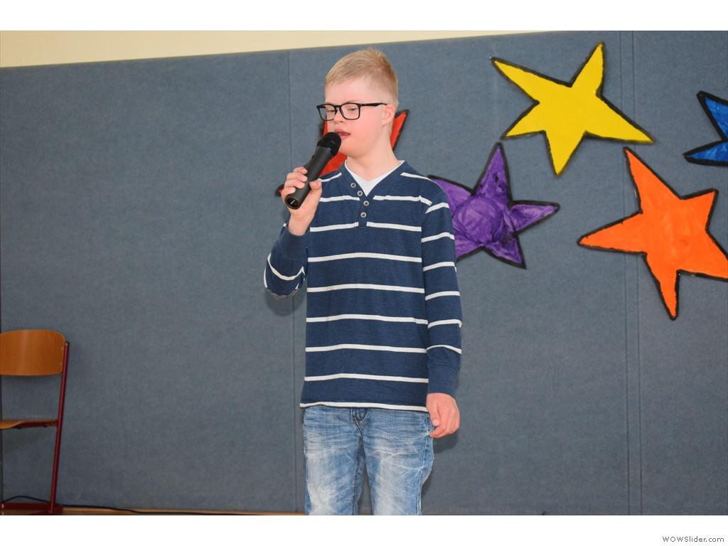 Henning singt aus