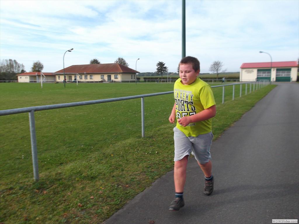 Jonas läuft schon eine 3/4 Stunde