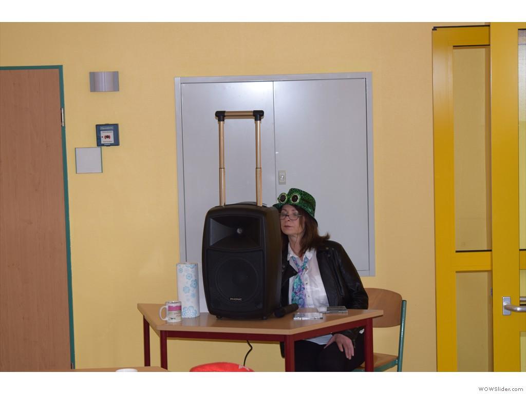 Frau Kullack- unser DJ